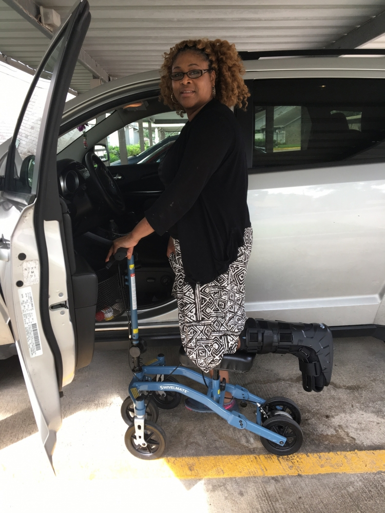 Sandra on the Swivelmate Knee Walker from Houston Texas April 2017