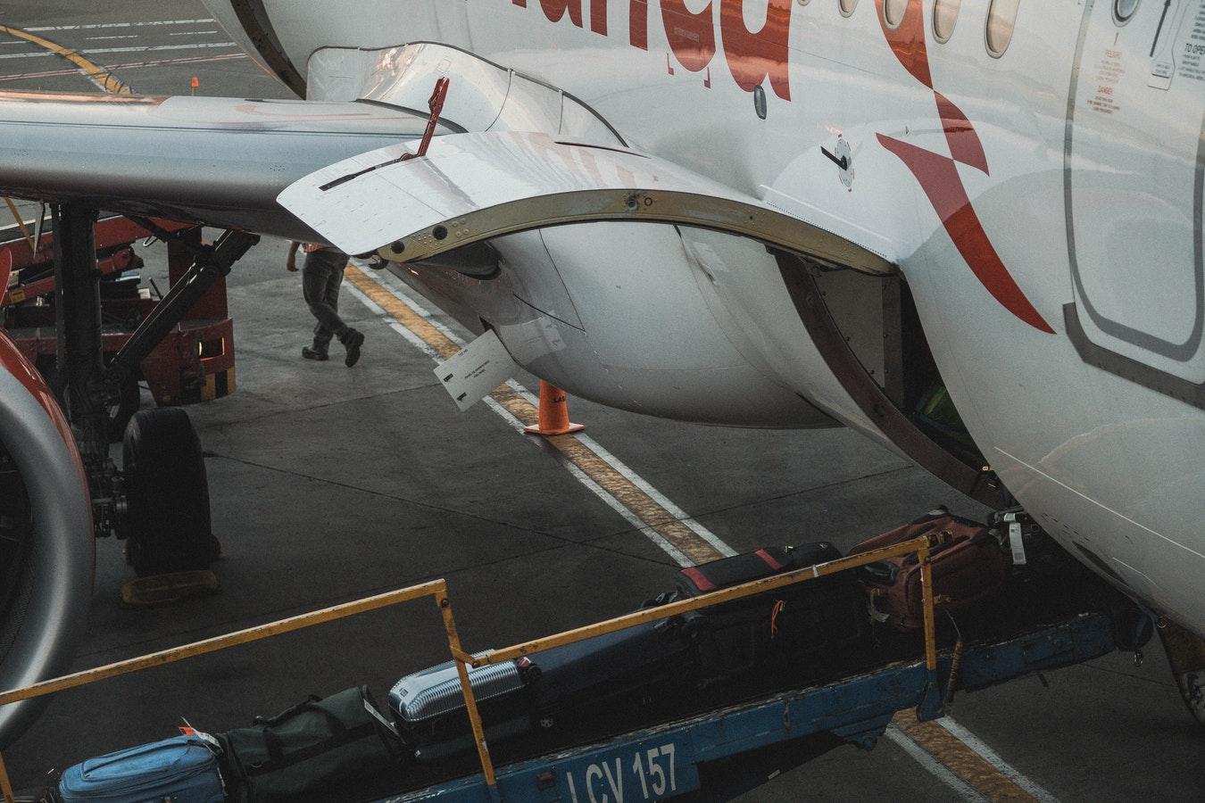 Airplane luggage storage