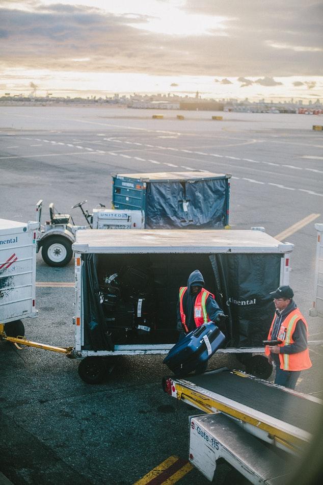baggage storage on plane