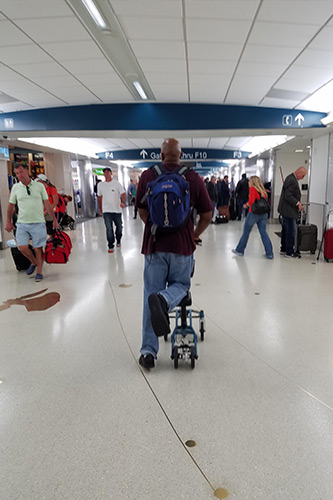 knee scooter for airports and planes