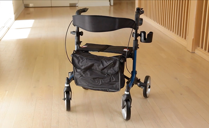 rollator with accessories